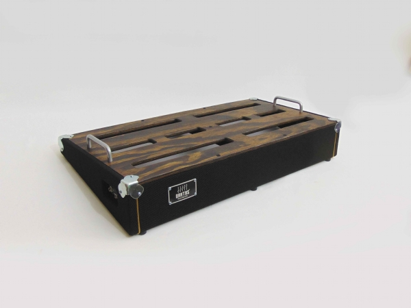 Pedal Board DS60 PRETO com kit elétrico + CASE